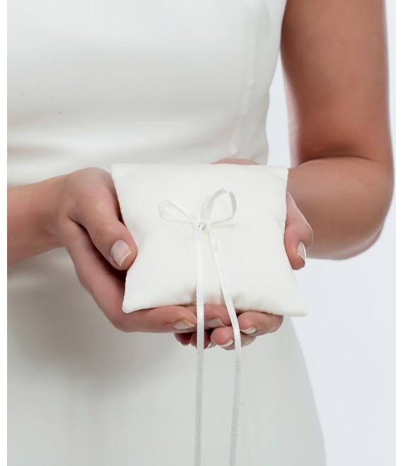 Ring cushion made of satin, with Swarovski crystal K4 - The Beautiful Bride Shop