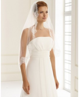 Gina | Single layered veil with fine lace edge