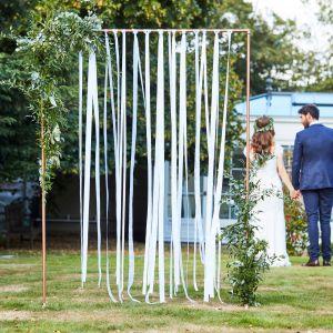 Ginger Ray BR-303 Botanical Wedding White Ribbon Backdrop